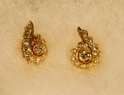 16: Pair of 14K Yellow Gold Diamond Earrings