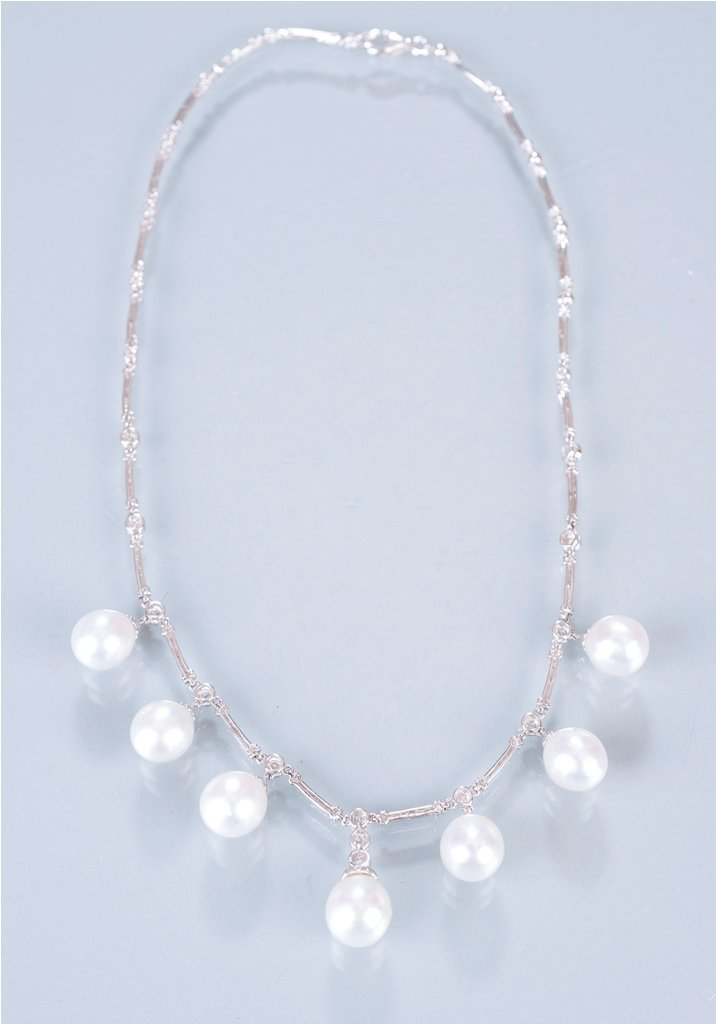 21: 18K White Gold South Sea Pearl and Diamond Neck
