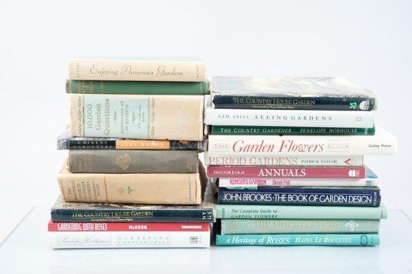 Gardening/Botany, Abt. 36 Vols. Mostly hardcover. Sold