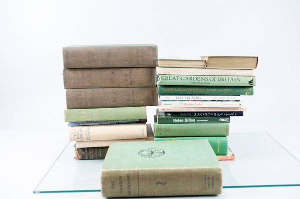 Gardening, Abt. 30 Vols. Sold with all faults.