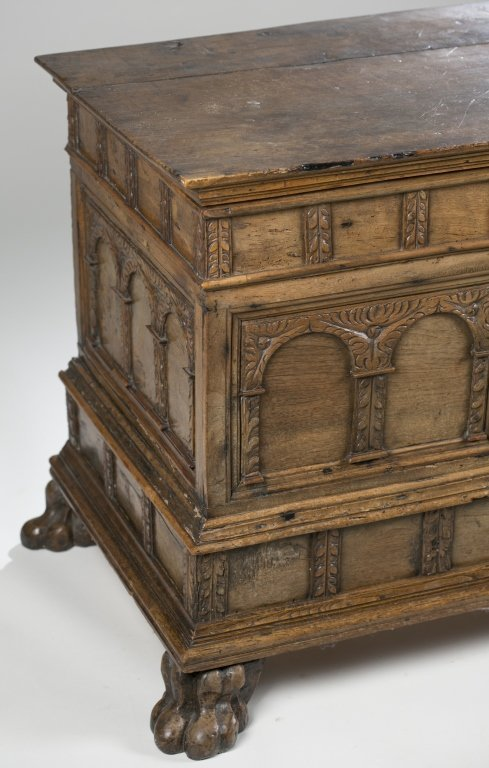18th c. Continental Carved Oak Cassone. - 2