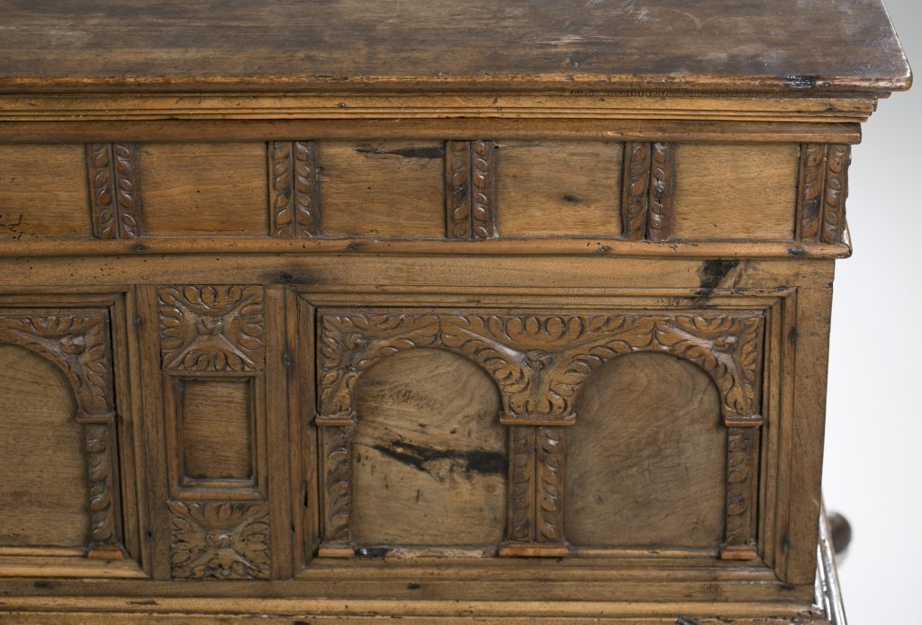 18th c. Continental Carved Oak Cassone. - 3