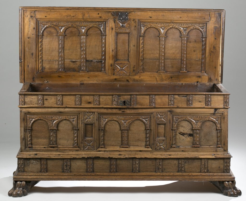 18th c. Continental Carved Oak Cassone. - 5