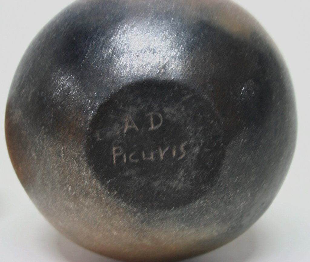 Anthony Durand Micaceous Slip Cat Pottery Jar. - 4