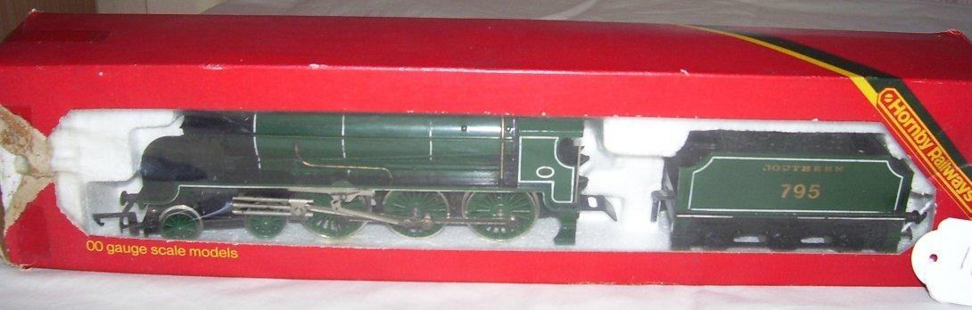 10: Hornby Railways R.154 SR Loco Sir Dinadan,