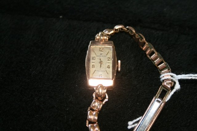 A Rolex 9 Carat Ladies Watch c 1930,