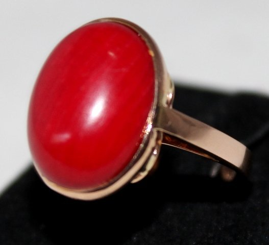 A Coral Mounted Gold Dress Ring ,