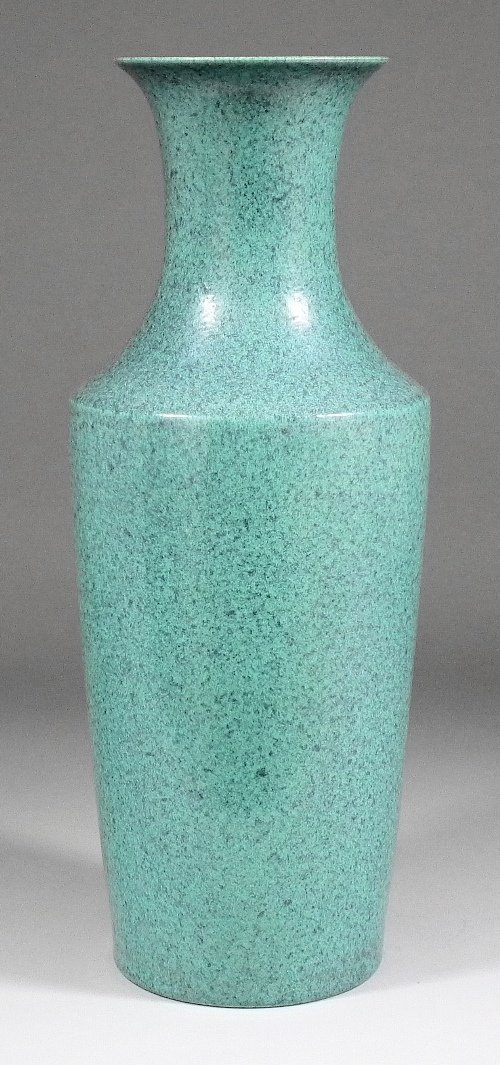 656: A Chinese porcelain vase with flared neck and mott