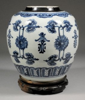 658: A Chinese blue and white porcelain ginger jar pain