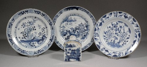 664: An 18th Century Chinese porcelain tea caddy of Eur