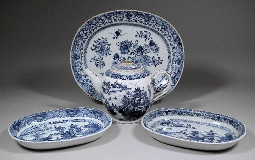 667: A Chinese blue and white porcelain teapot of Europ