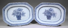 670: A pair of Chinese blue and white porcelain octagon