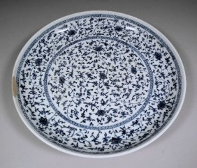 671: A Chinese blue and white porcelain circular charge