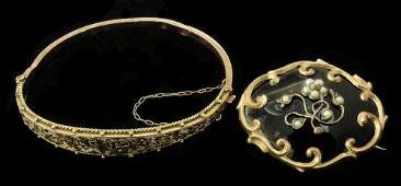 A late Victorian 9ct gold stiff bangle, the face engrav