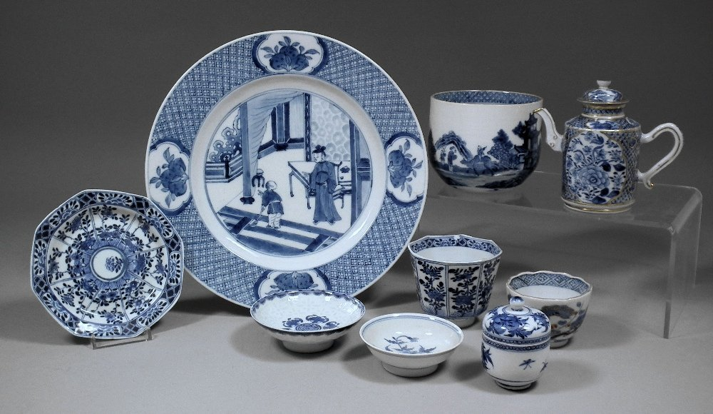 A Chinese blue and white porcelain octagonal cup and sa