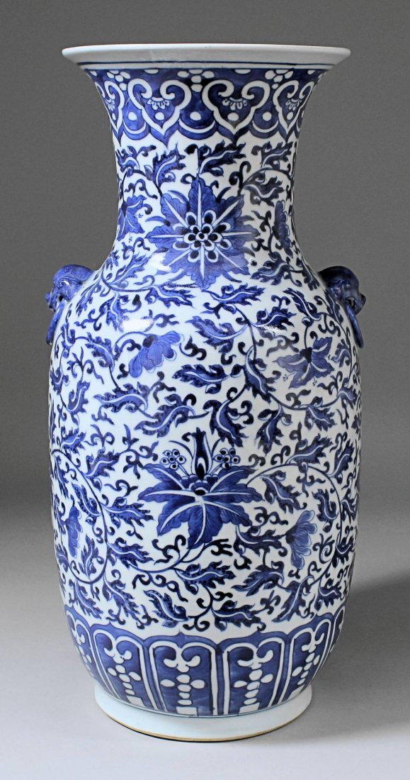 A Chinese blue and white porcelain two-handled vase wit