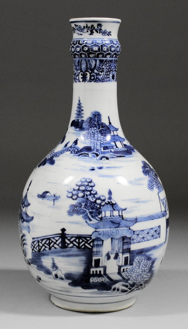 A Chinese blue and white porcelain guglet vase painted