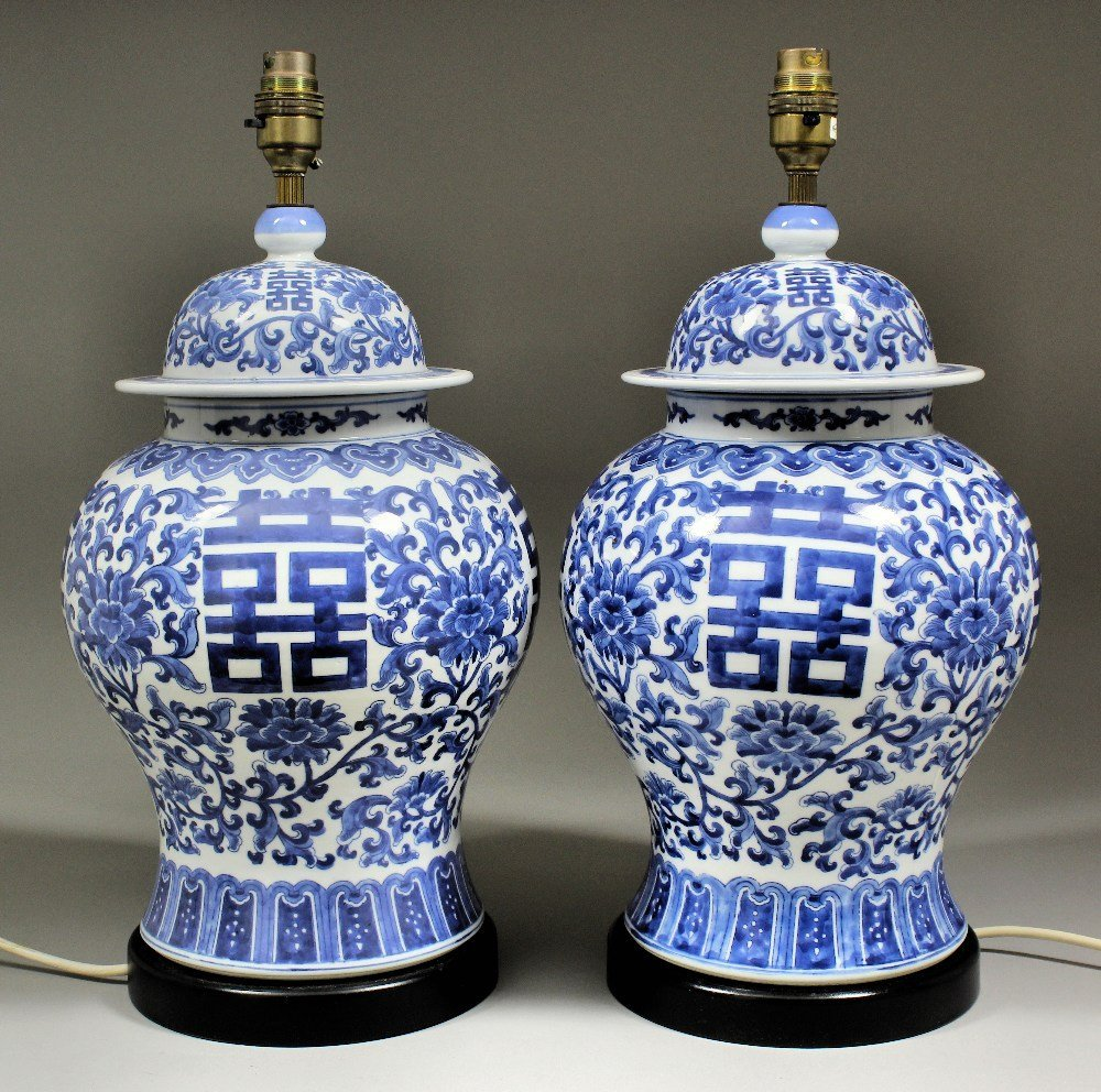 A pair of Chinese blue and white porcelain baluster sha