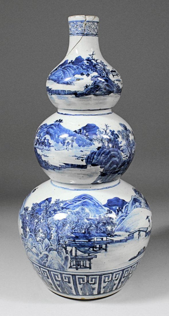 A Chinese blue and white porcelain triple gourd shaped