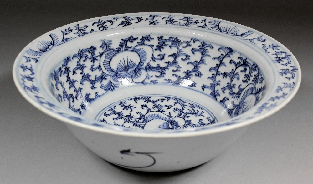 A Chinese blue and white porcelain circular bowl with f