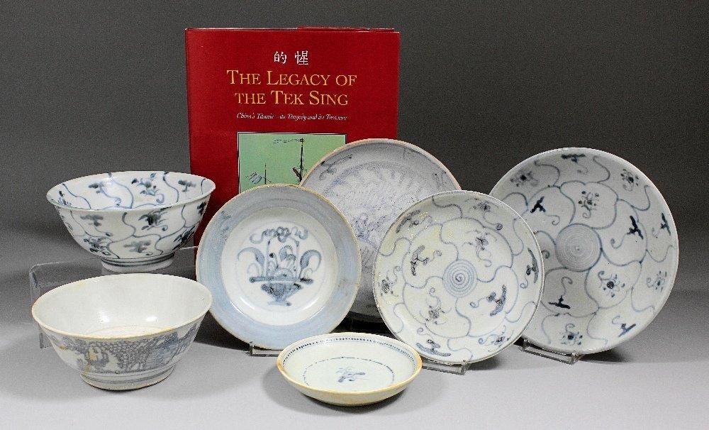 A Tek Sing Cargo blue and white porcelain - Bowl painte