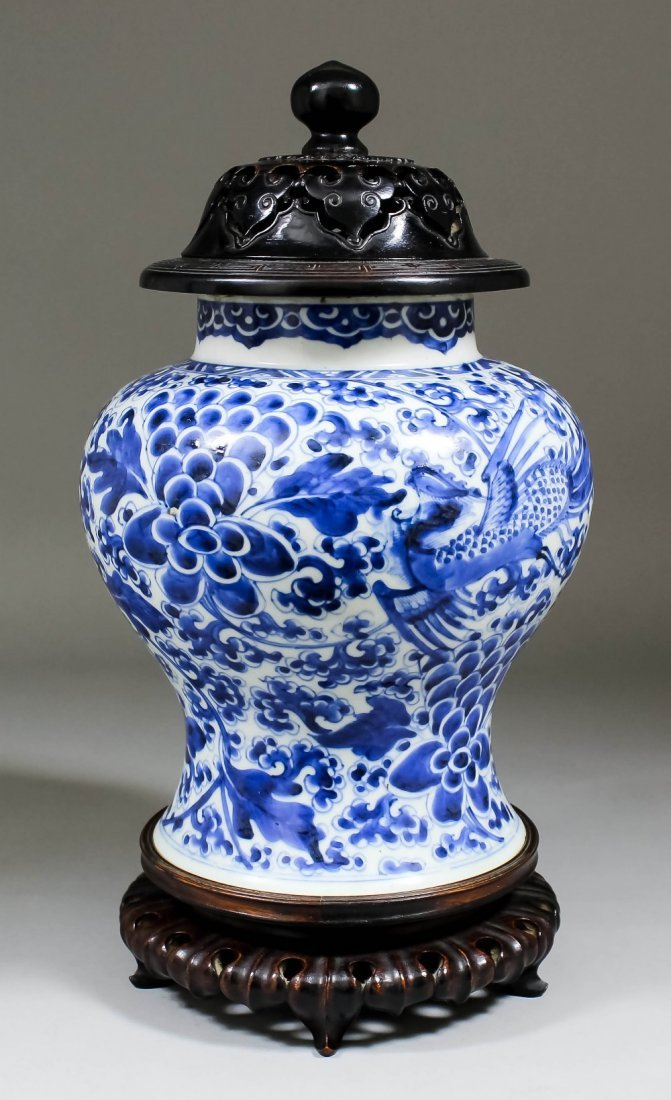 A Chinese blue and white porcelain baluster shaped vase
