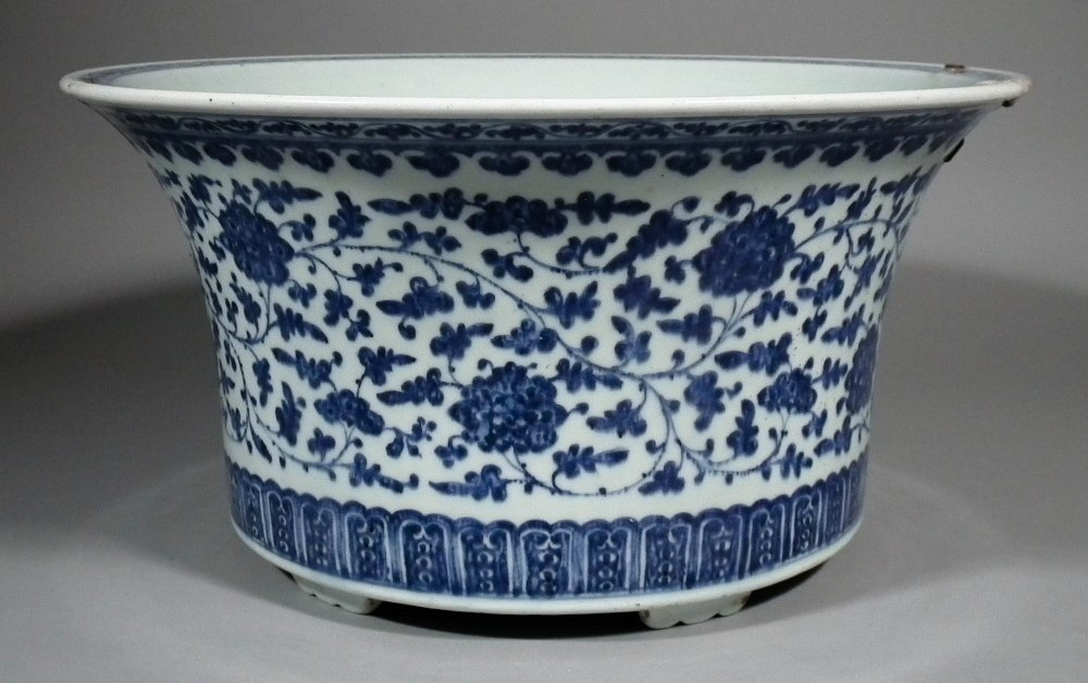 A Chinese blue and white porcelain circular basin paint
