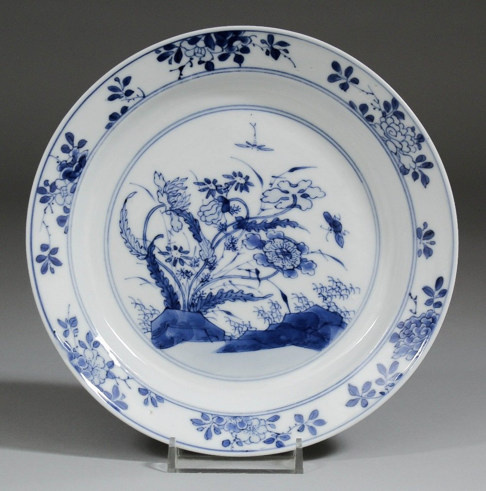 A Chinese blue and white porcelain plate painted with f