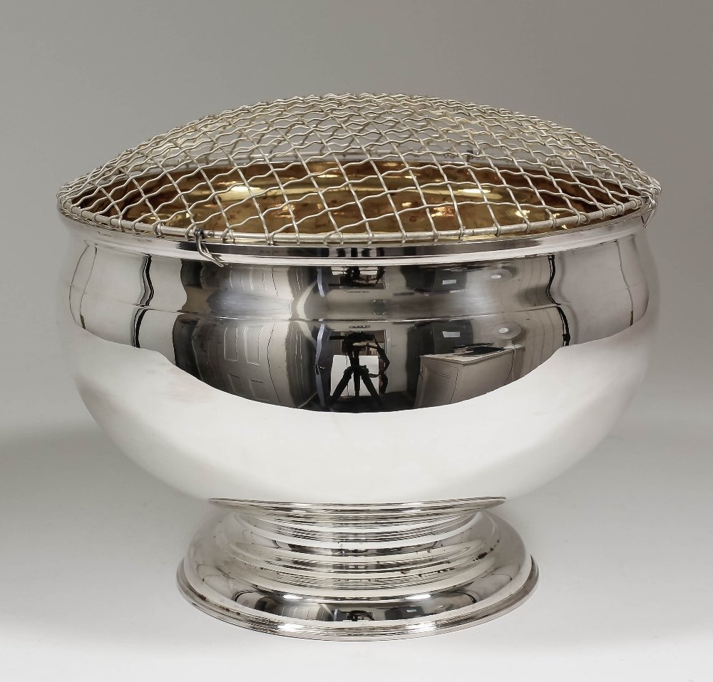 An Elizabeth II silver circular punch or rose bowl with