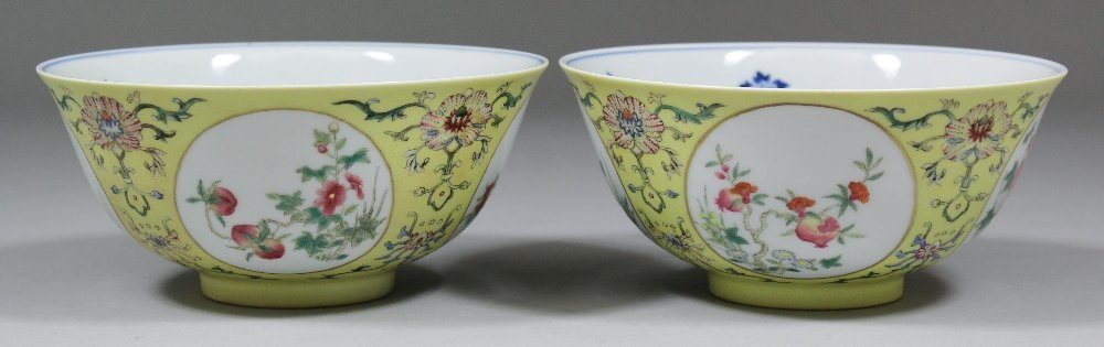 A pair of Chinese porcelain Famille Rose medallion bowl