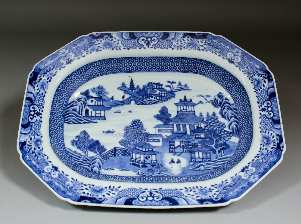 A Chinese blue and white porcelain octagonal meat plate