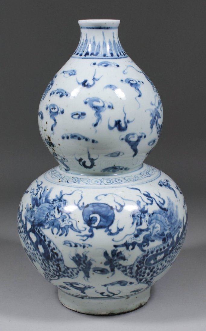 A Chinese blue and white porcelain double gourd shaped