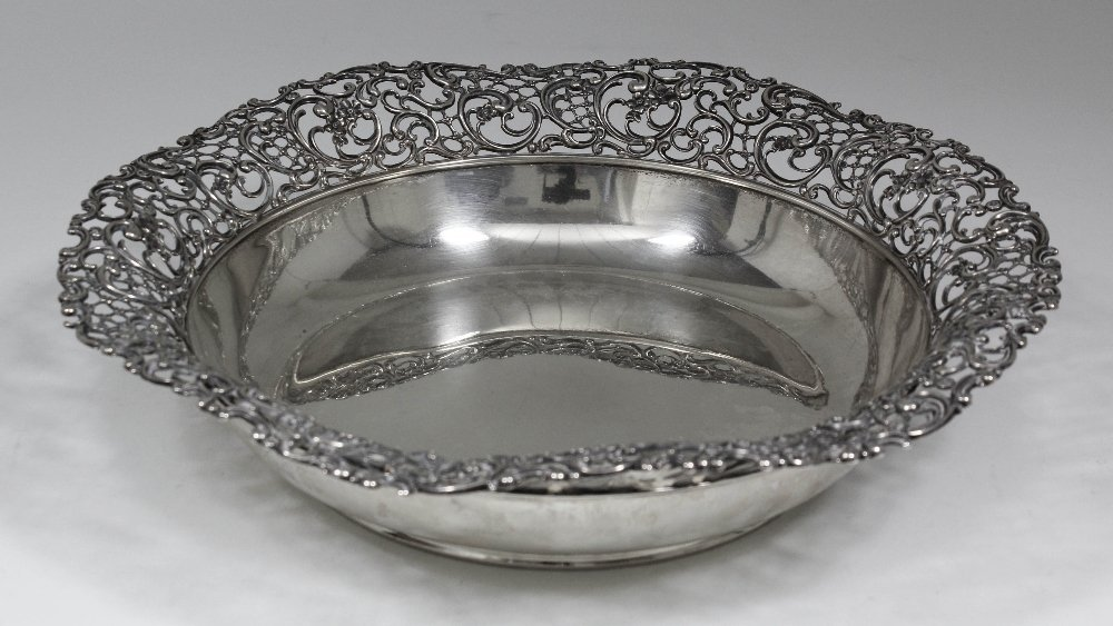 A modern American silvery metal circular fruit bowl