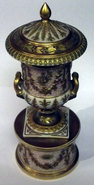 6: Fine quality Wedgwood lidded two handled urn on stan