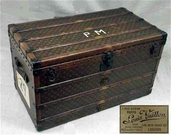 500: Louis Vuitton Damier steamer trunk, with studded l