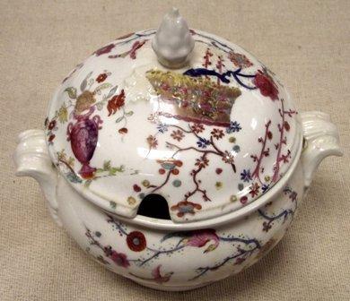 19th century English porcelain dinner service, hand pai