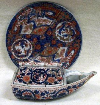Imari boat shape dish and cover and a similarly decorat