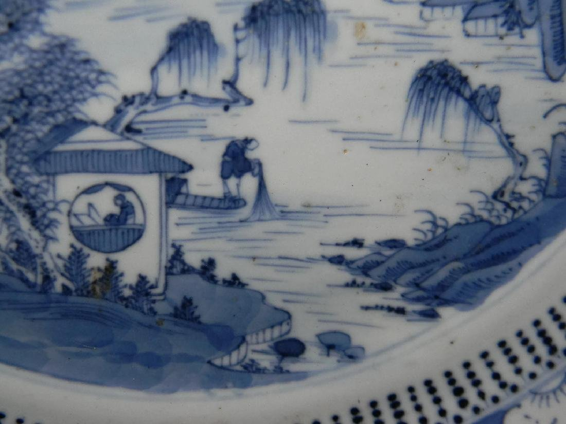 CHINESE EXPORT CERAMIC BLUE AND WHITE PLATE - 4