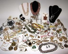 DEALER'S LOT OF VINTAGE COSTUME JEWELRY