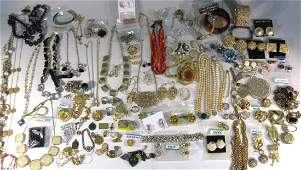 LARGE DEALER'S COLLECTION OF COSTUME JEWERY