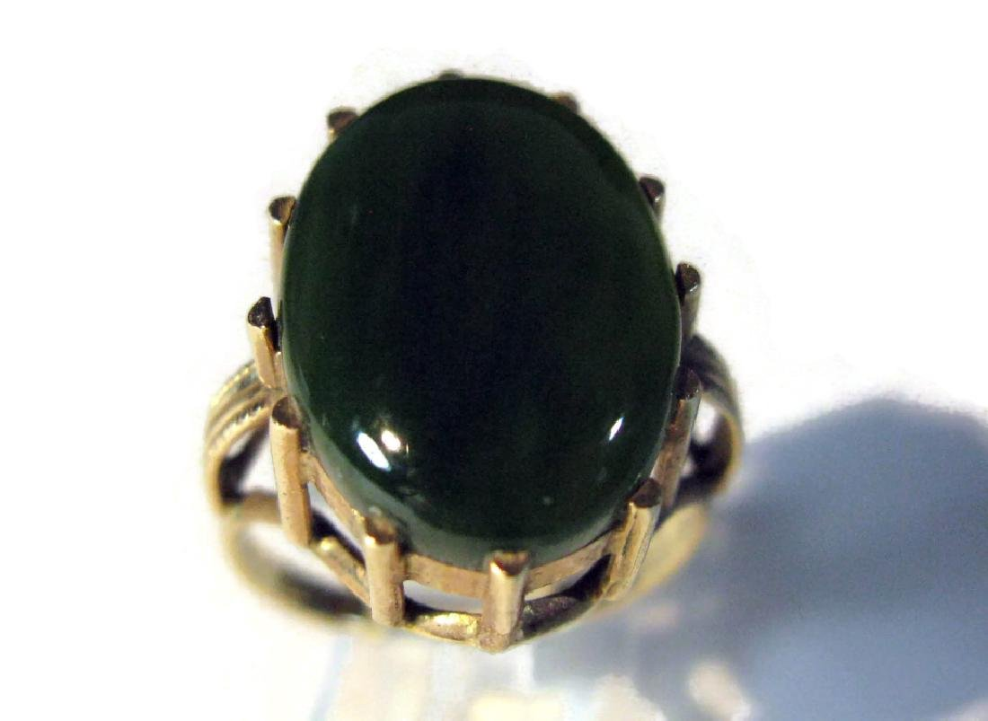 14K GOLD RING WITH GREEN JADE CABOCHON - 7