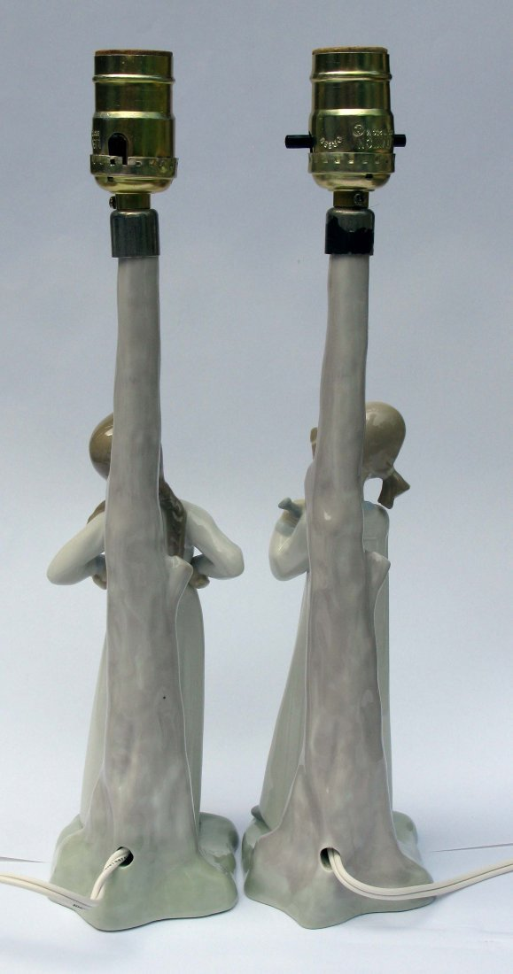 50: Pair of Nao by Lladro Porcelain Lamps - 4