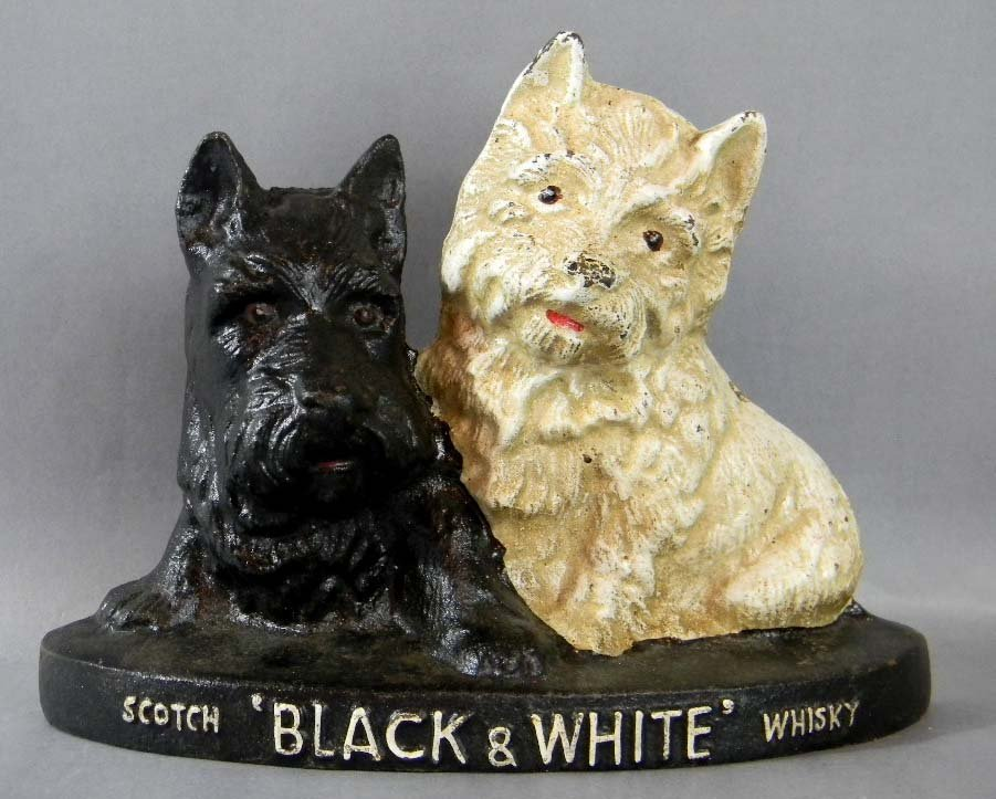 BREWERIANA BLACK & WHITE SCOTCH WHISKEY DOGS DOORSTOP