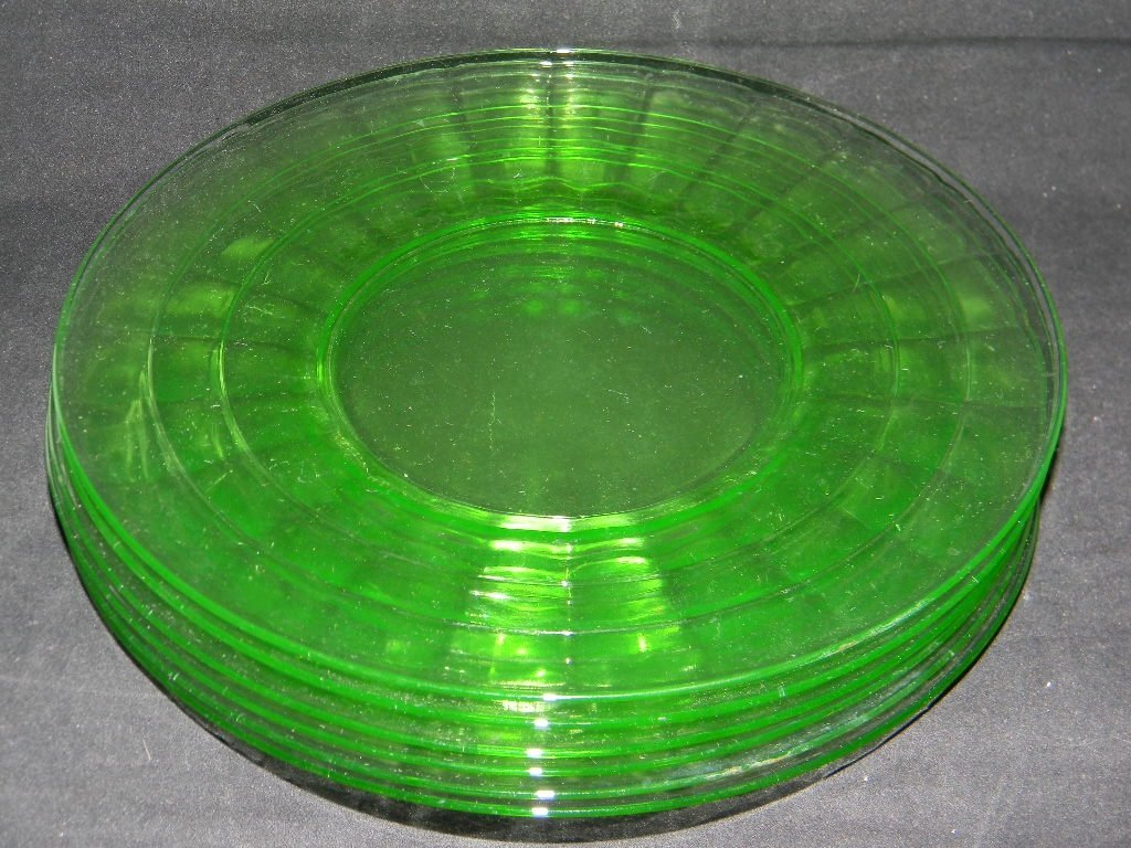 6 ANCHOR HOCKING APPLE GREEN VASELINE GLASS PLATES - 3