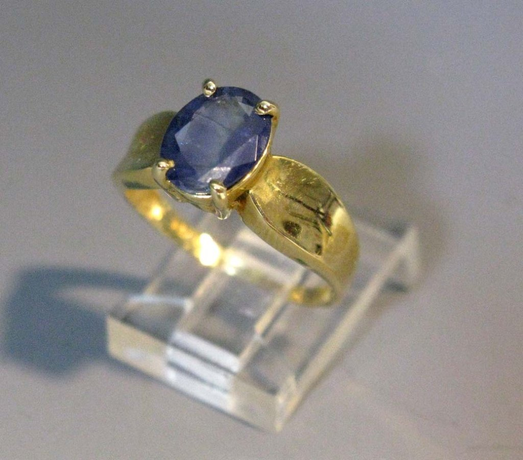 RING 14K GOLD AND SAPPHIRE SOLITAIRE