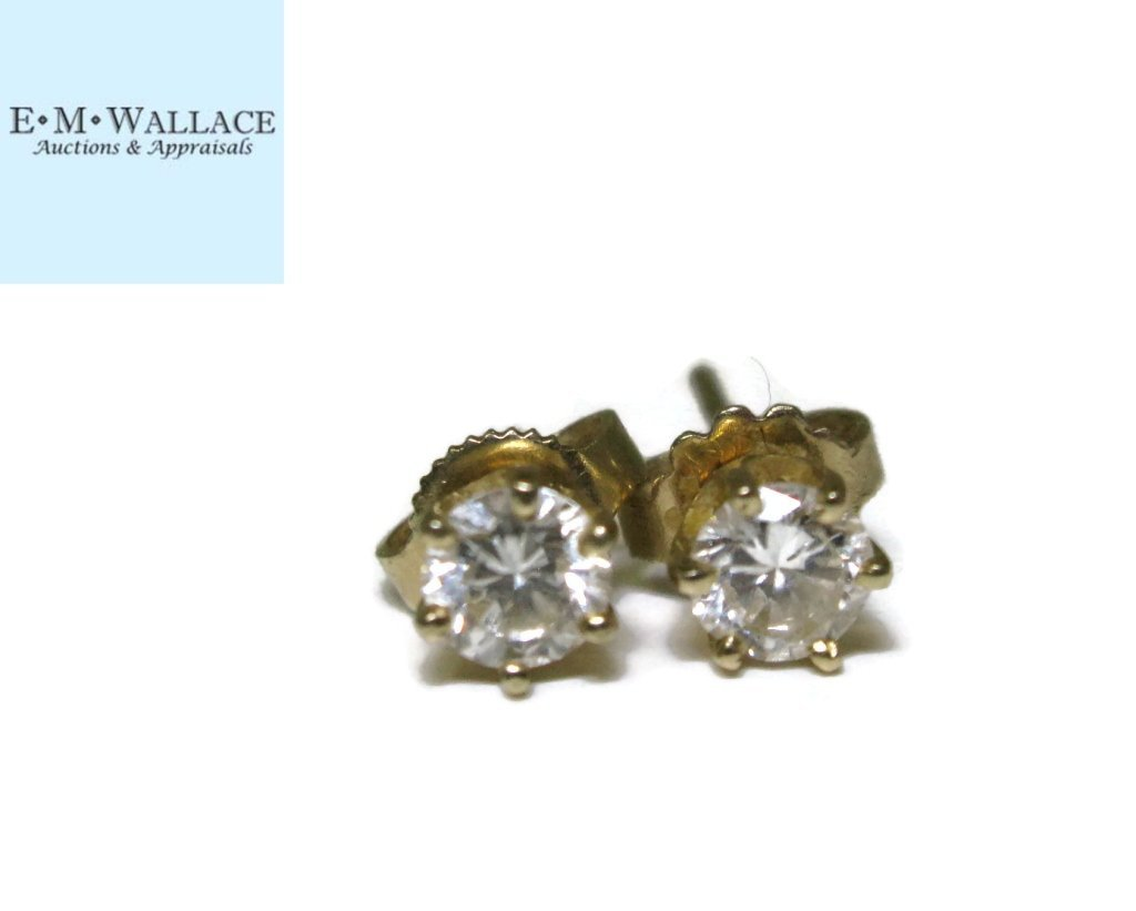 PAIR OF DIAMOND STUD EARRINGS IN 14K GOLD