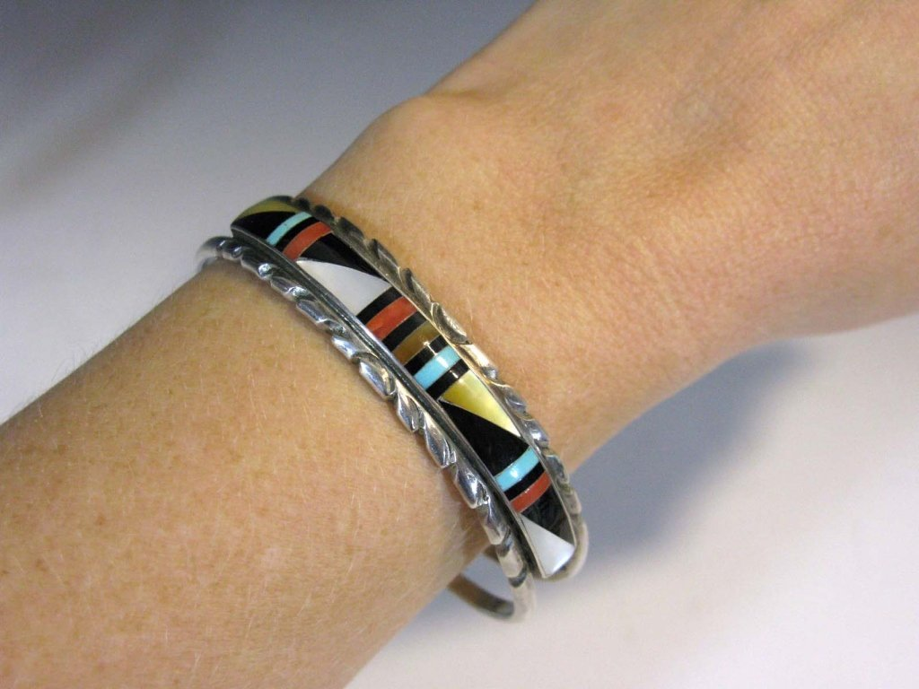 ZUNI SIGNED INLAID STERLING EARRINGS & CUFF - 5
