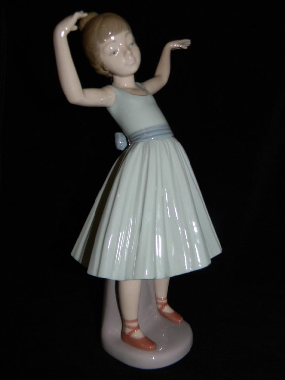 LLADRO BALLET FIRST STEP 5094 LILLY FOOTBALL 5134 - 2