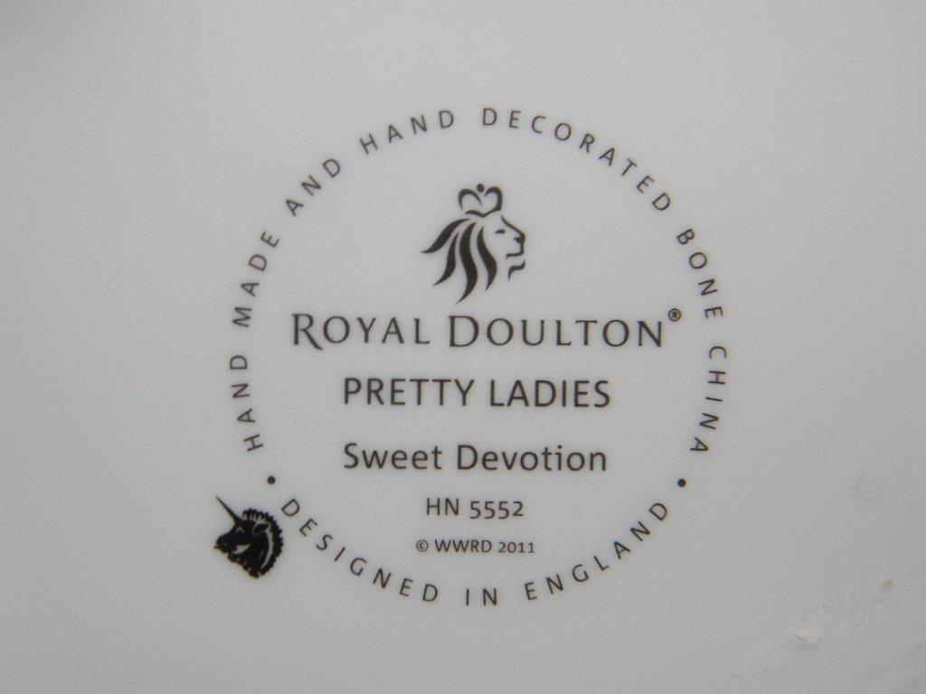 ROYAL DOULTON PRETTY LADY SWEET DEVOTION HN5552 - 4