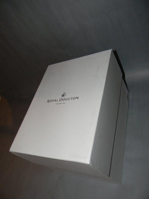 ROYAL DOULTON PRETTY LADY SWEET DEVOTION HN5552 - 5